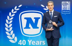 "Mag. Harald Neumann mit dem ""Casino Supplier of the Year""-Award"